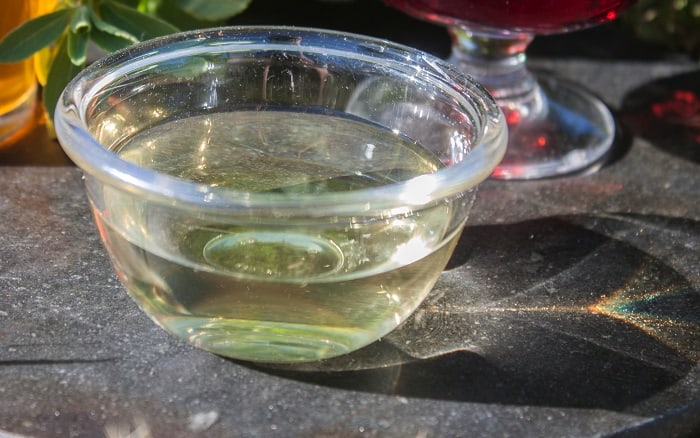 How to Make a Tea Tree Oil Fly Repellent at Home?