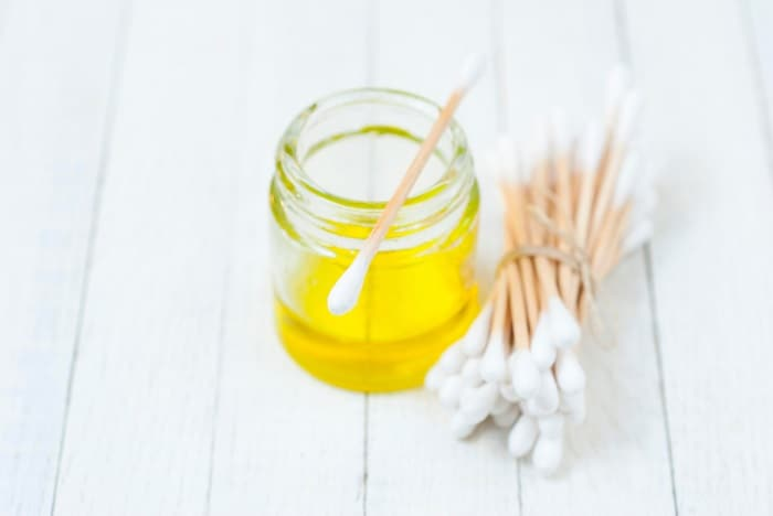 What Essential Oils are Good for Earaches and How to Use Them