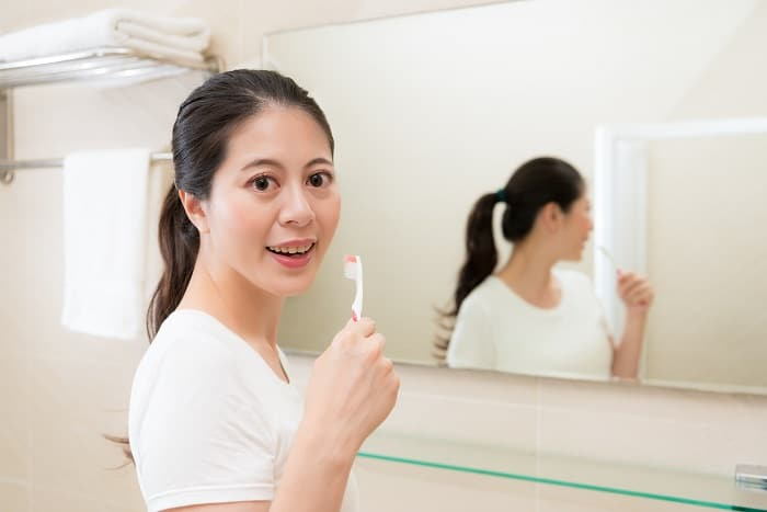 Toothpaste: What makes it foam and without it, is brushing still effective